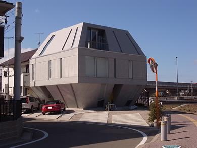 福岡 賃貸 変な建物.jpg