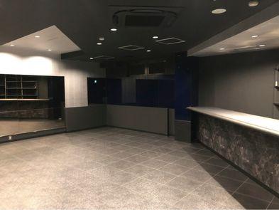 入口→カウンター&店舗右奥.jpg