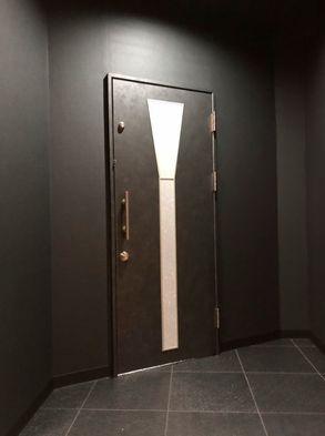 玄関扉外から.jpg